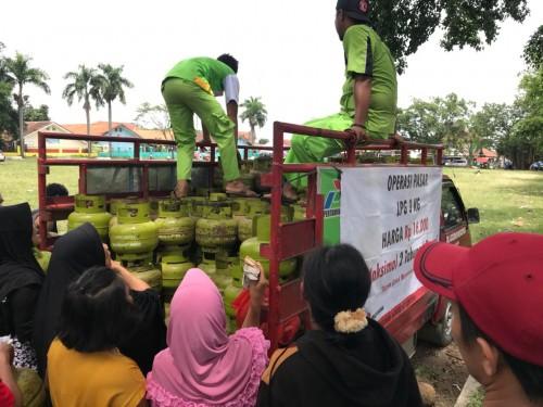 Operasi Pasar Gas LPG 3 kg di Cariu