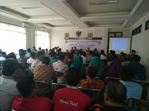 Rapat reses dewan di wilayah kecamatan cariu