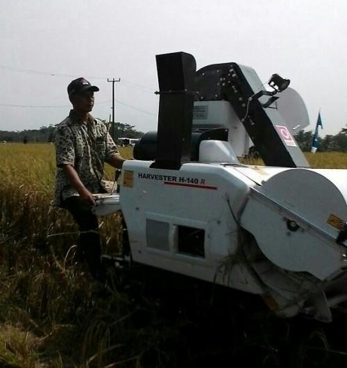 Keberhasilan petani di cariu didukung alsintan yang modern