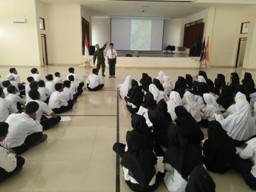 Paskibra sekolah Cariu di beri Pembekalan dari Kodim Kab. Bogor