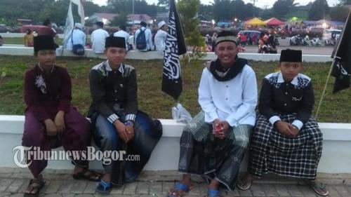 4 Anak Pesantren Ini Jauh-Jauh dari Cariu Untuk Ikuti Jawa Barat Bersholawat